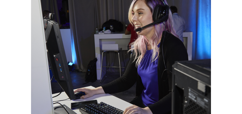 Professional esports gamer Stephanie Harvey demonstrates on a laptop with a 9th Gen Intel Core at Monday's launch event. (Source: Intel)